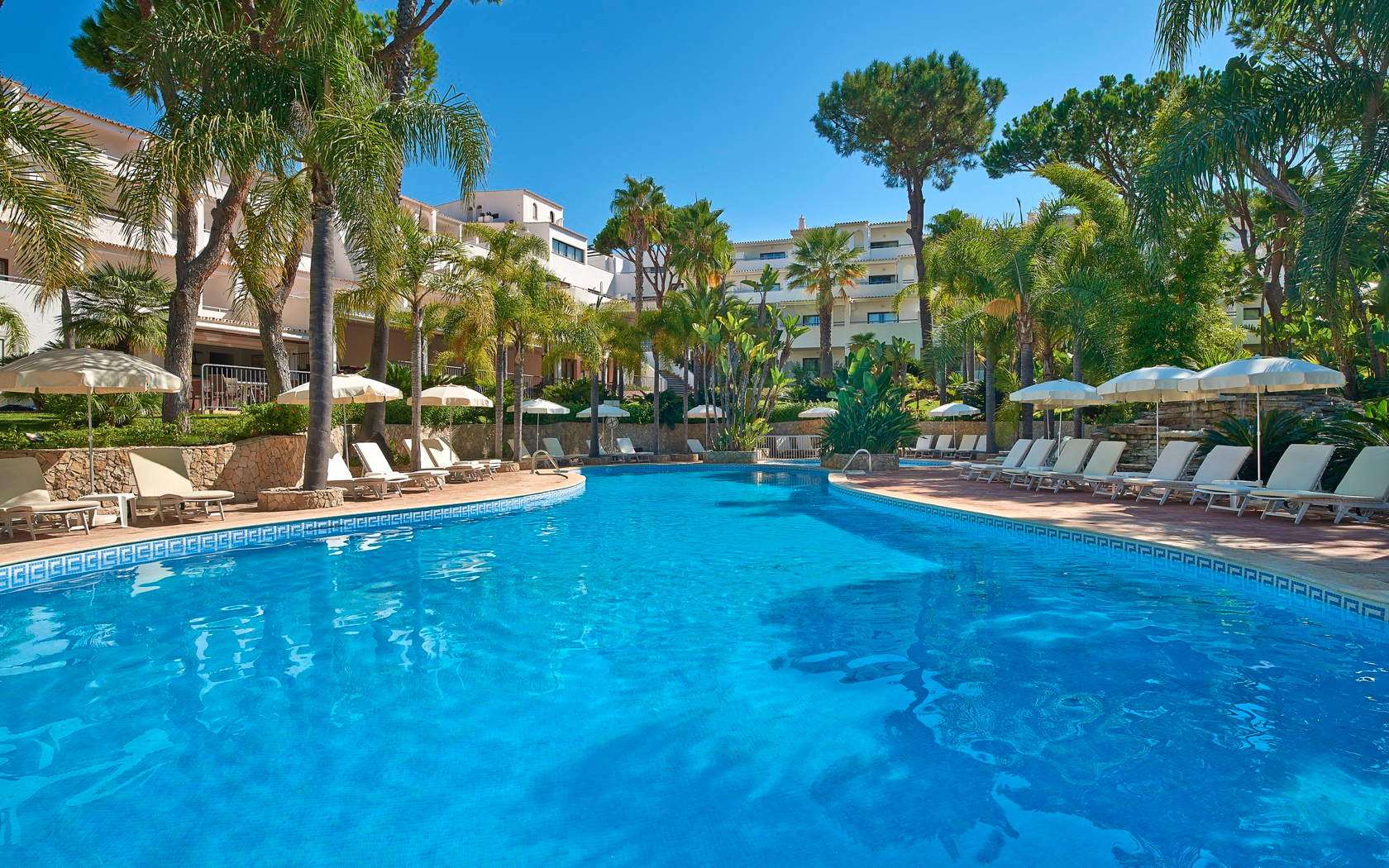 luxury-hotels-in-portugal-riaparkgardenhotel