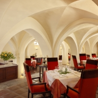 food-and-wine-tours-in-portugal-dv-restaurant